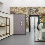 """Ausstellungsansicht """"Auf Freiheit zugeschnitten. Das Künstlerkleid um 1900 in Mode, Kunst und Gesellschaft"""", Kunstmuseen Krefeld, Kaiser Wilhelm Museum, 12. Oktober 2018 - 24. Februar 2019Foto: Dirk Rose"""
