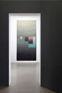 "Jan Albers ""hokusAidAwncArpet"", 2012, Sisal, Sprühfarbe, 318 x 155 cm,Installationsansicht The HokusaiDawnRaiderS, VAN HORN 2012,Photo© & Courtesy derKünstler & VAN HORN, Düsseldorf"