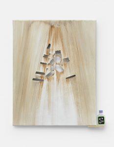 Monika Baer, Untitled, 2013, Öl auf geschnittener Leinwand , Holz, Schnapsflasche50 x 40 cm, Courtesy die Künstlerin und Galerie Barbara Weiss, Berlin
