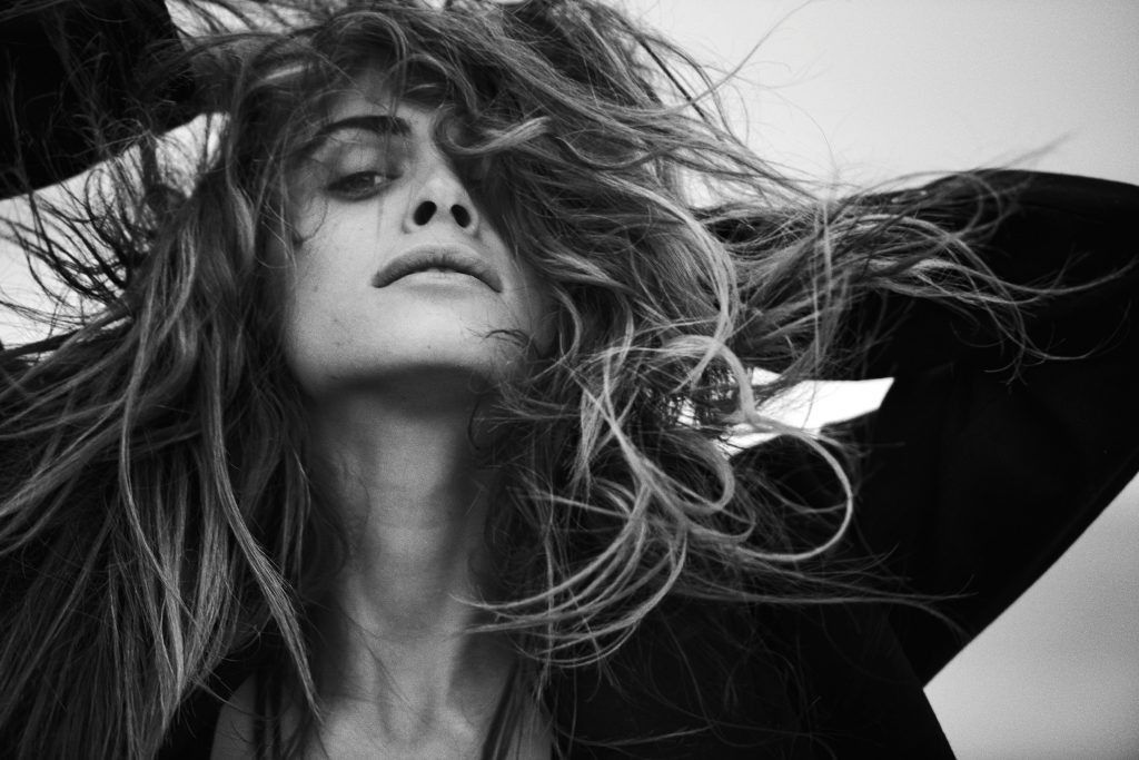Elisa Sednaoui, Le Touquet, France, 2007. Photo: Peter Lindbergh © Peter Lindbergh / courtesy Schirmer/Mosel